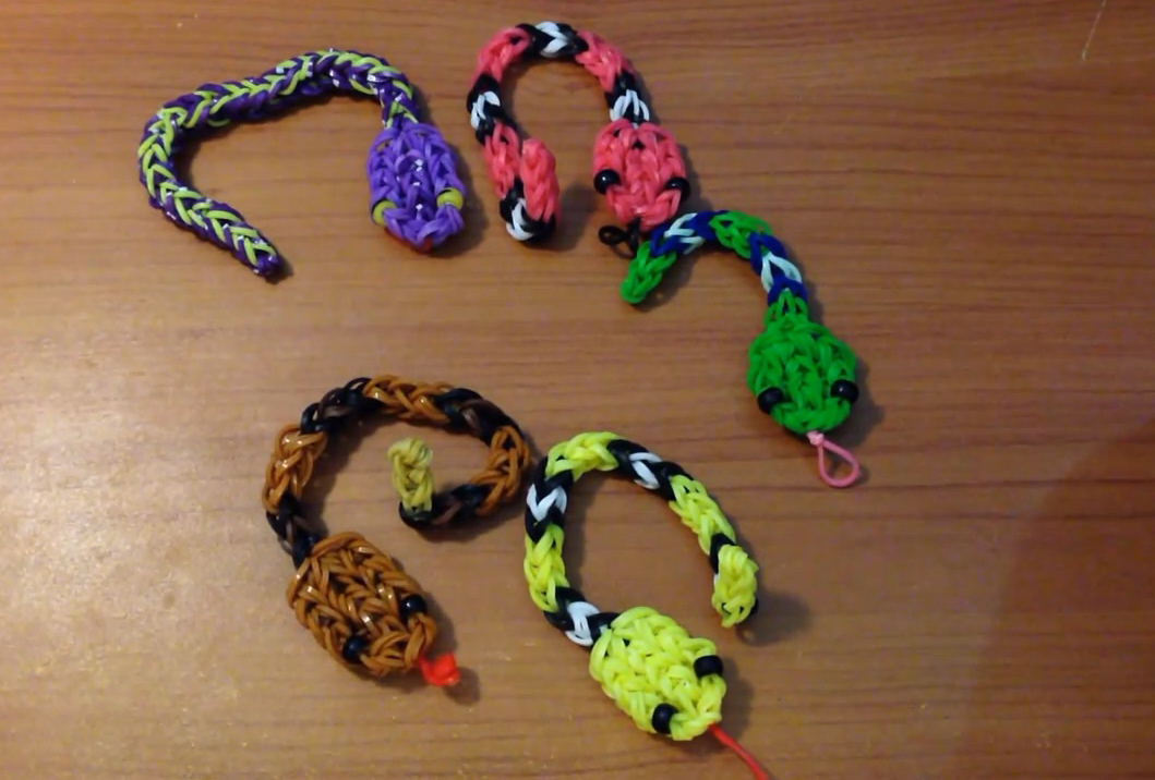 Rattle Snake Charm Loom Tutorial